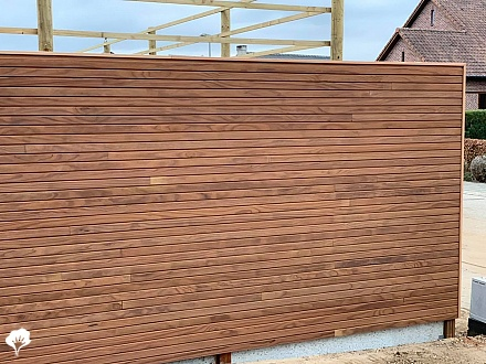 Strakke tuinschutting Mechelen (BE) van Thermo Radiata Pine
